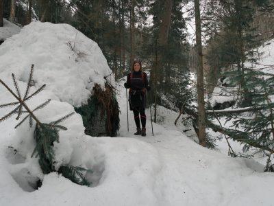 Winterwandern durch die Steinklamm Schneeschuhwandern im Bayerischen Wald
