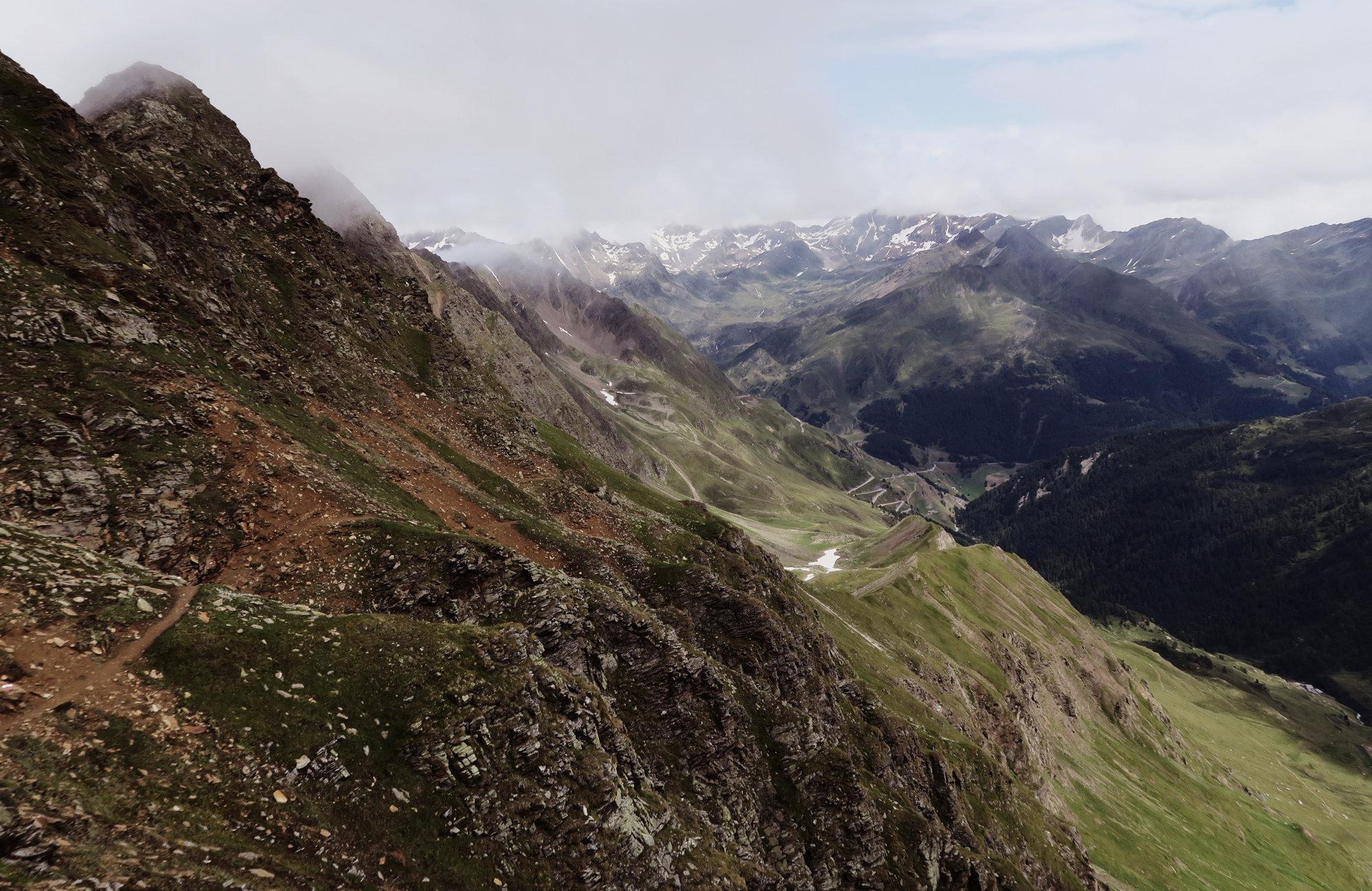 Abstieg vom Königsjoch zur Oberglanegg Alm, Wanderung Königsjoch, Obergurgl nach Südtirol, Bergwandern Ötztal, Wandertour Ötztal, Stubaier Alpen, Tirol