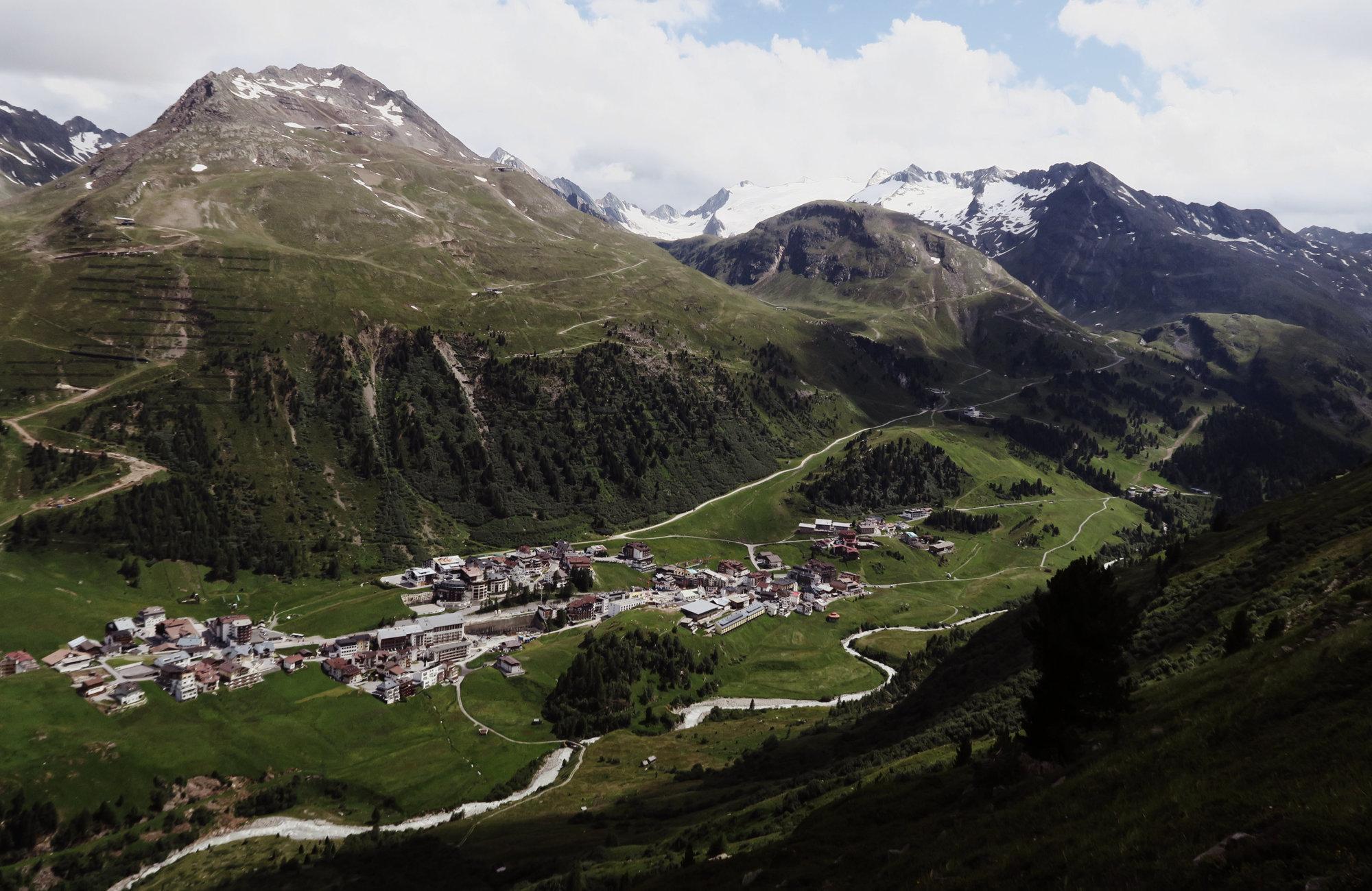 Blick auf Sölden, Wandertour Seenplatte, Wandern im Ötztal, Wandertour Ötztal, Ötztaler Alpen, Bergwandern, Tirol, Lenzenalm, Nedersee, Sohmsee