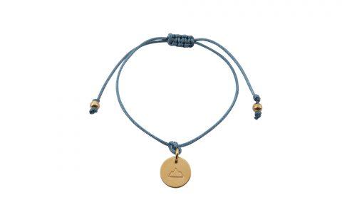 Fjella Mini-Bergfex Armband Kletterberg Vergoldet Lindgrün Freigestellt Webseite