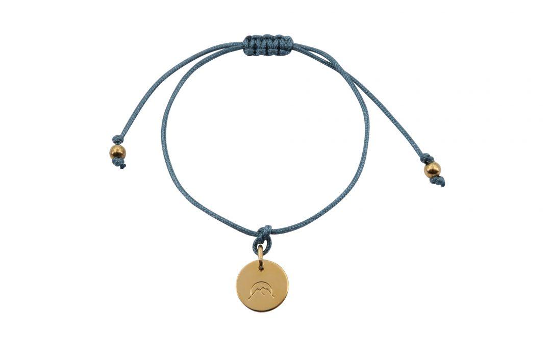 Fjella Mini-Bergfex Armband Sonnenberg Vergoldet Lindgrün Freigestellt Webseite