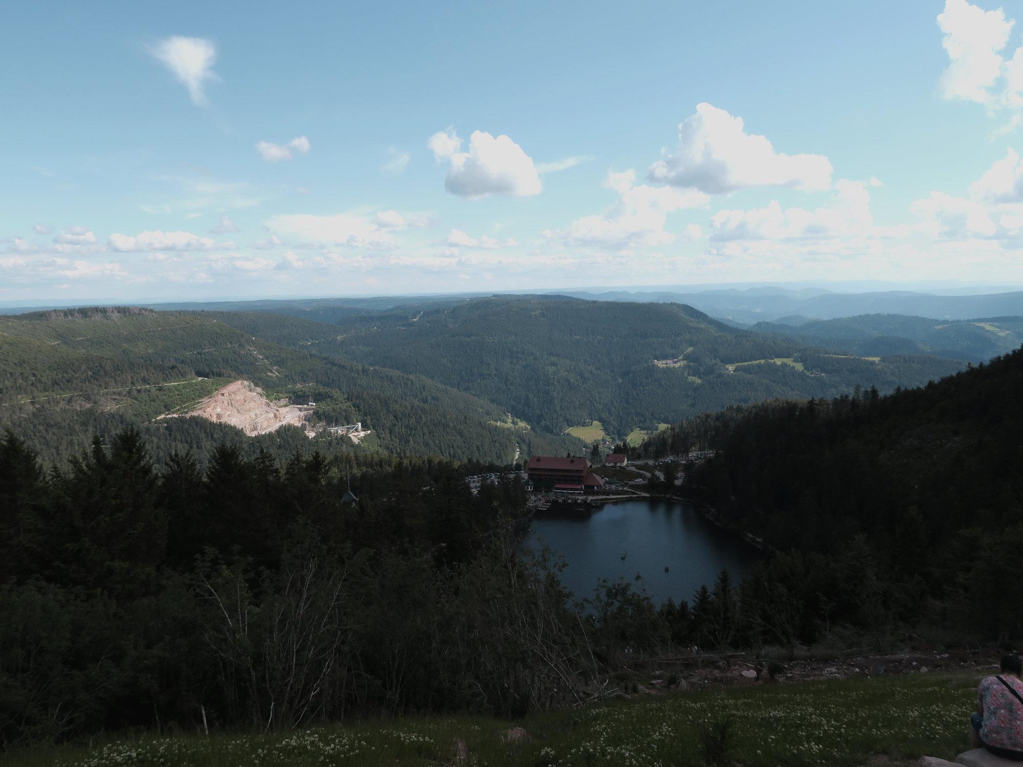 Blick von der Hornisgrinde auf den Mummelsee