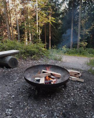 Kleines Lagerfeuer am Trekking-Camp Seibelseckle