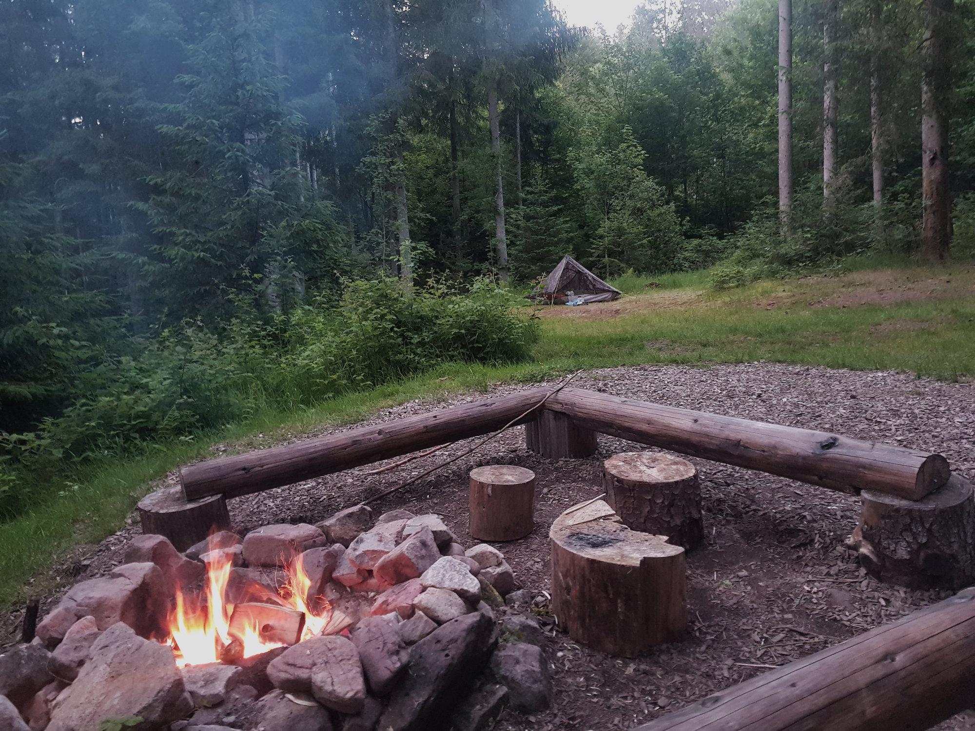 Lagerfeuer im Trekking-Camp Guttellbach
