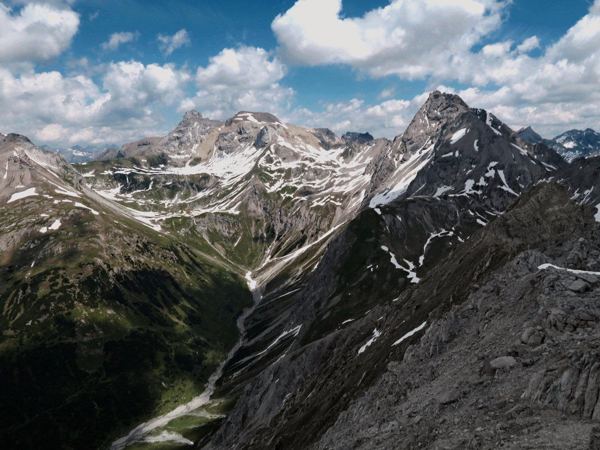 Blick auf Feuerspitze, Seespitze und Wetterspitze