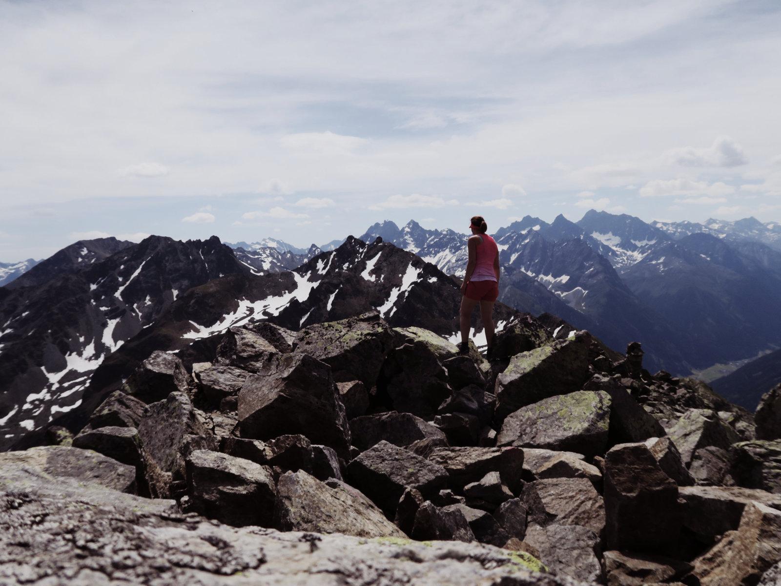 Ausblick vom Gipfel der Hohen Aifner Spitze in Tirol